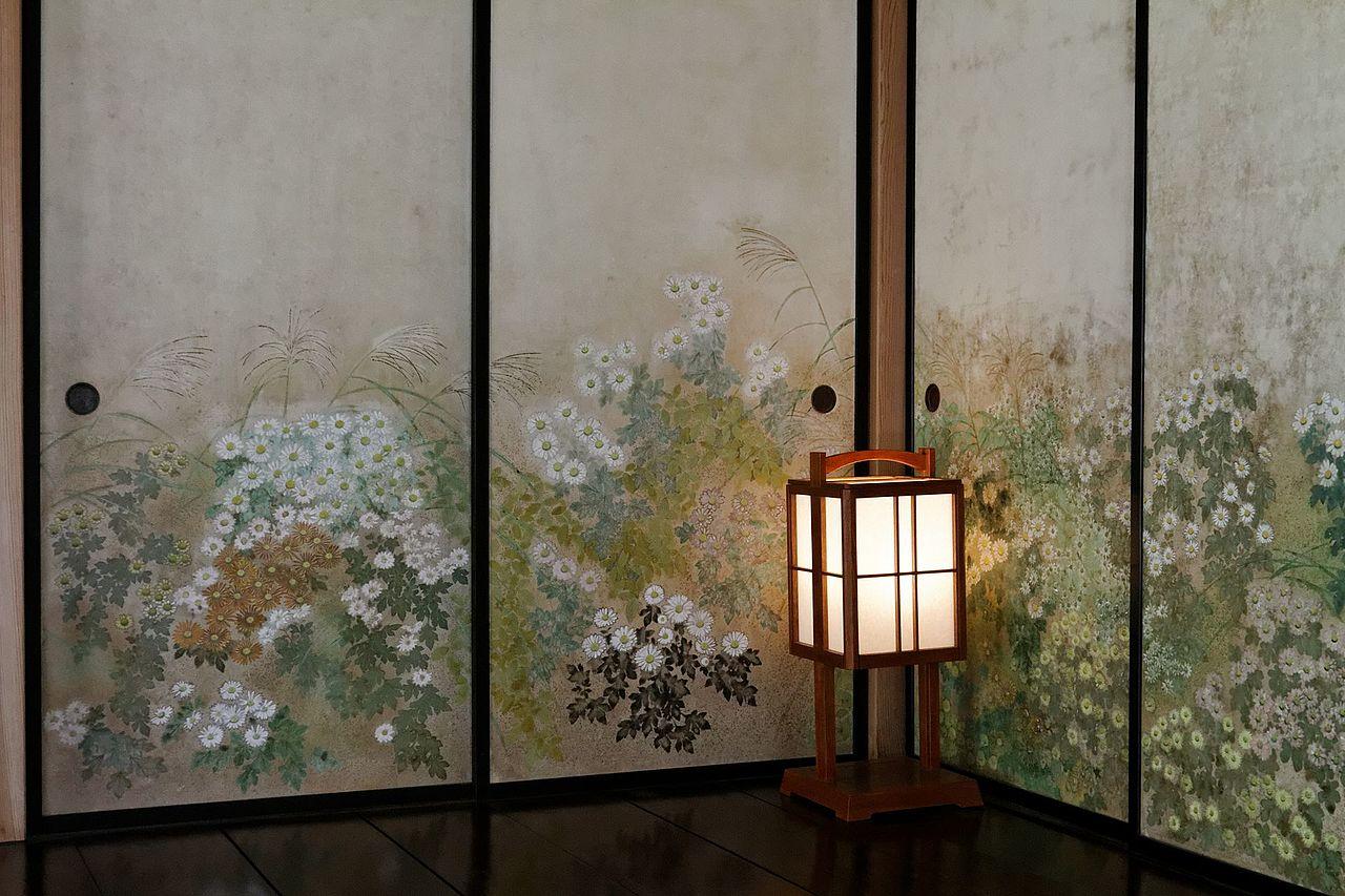 Room_of_chrysantheums,_in_Kobuntei_(7125529423).jpg