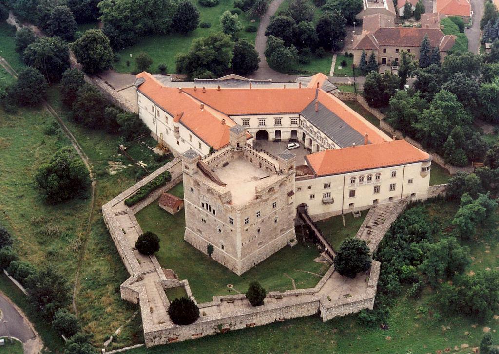 Sárospatak_-_Castle венгр.jpg