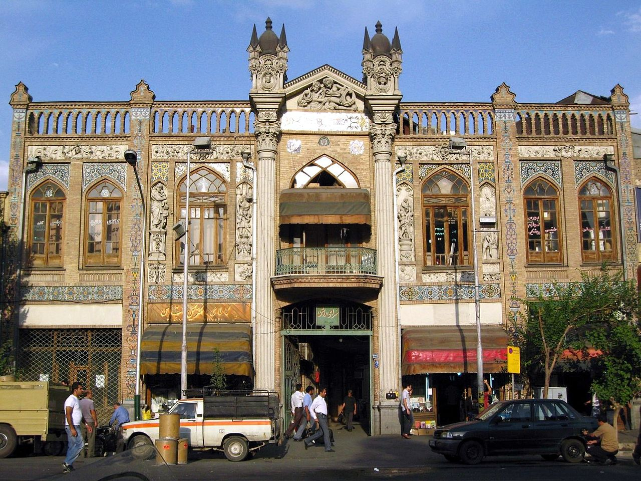 Sa\'adi_St._Fisherabad,_Tehran.jpg