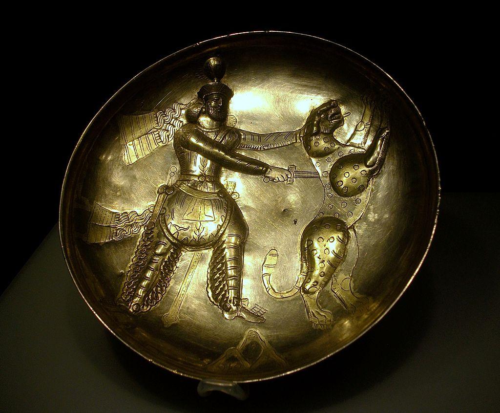 Safata_amb_la_figura_del_rei_caçant,_Pèrsia_Sassànida,_província_de_Perm,_segle_IV,_plata.JPG