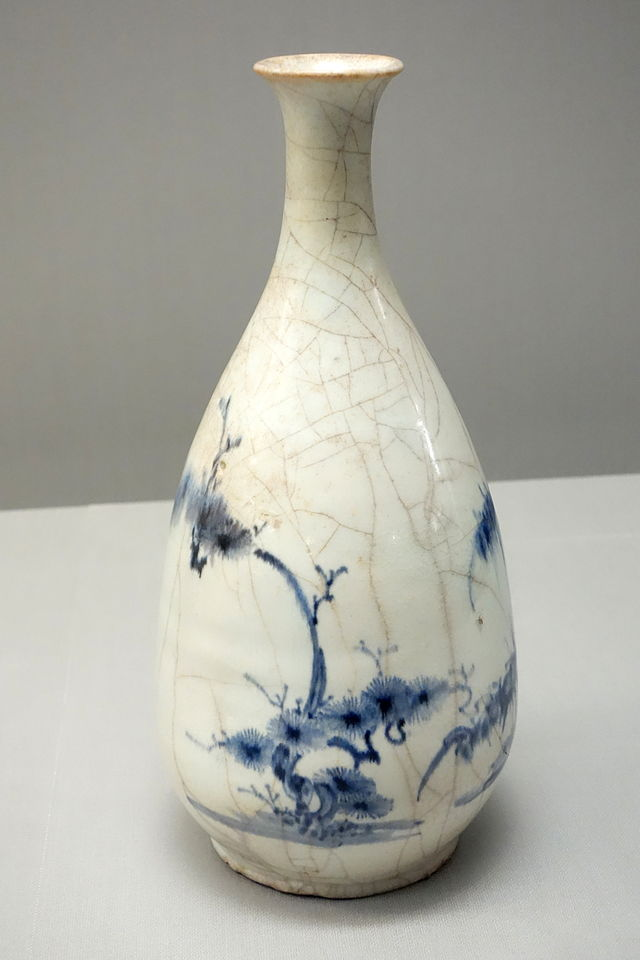 Sake_Bottle,_Imari_ware,_Edo_period,_17th_century,.JPG