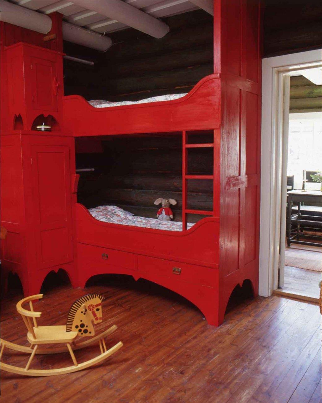 Sarvilinna-punainen-kerrossanky-0.jpg