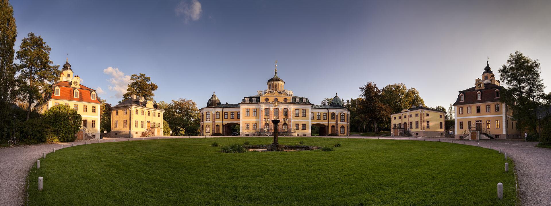 Schloss_Belvedere_Weimar_Panorama.jpg