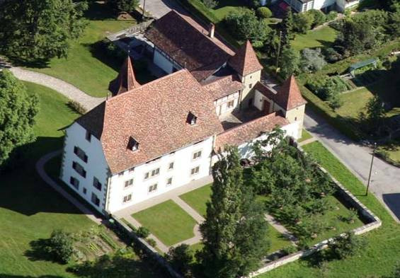 Schloss_Schwarzenburg,_Gesamtansicht.jpg