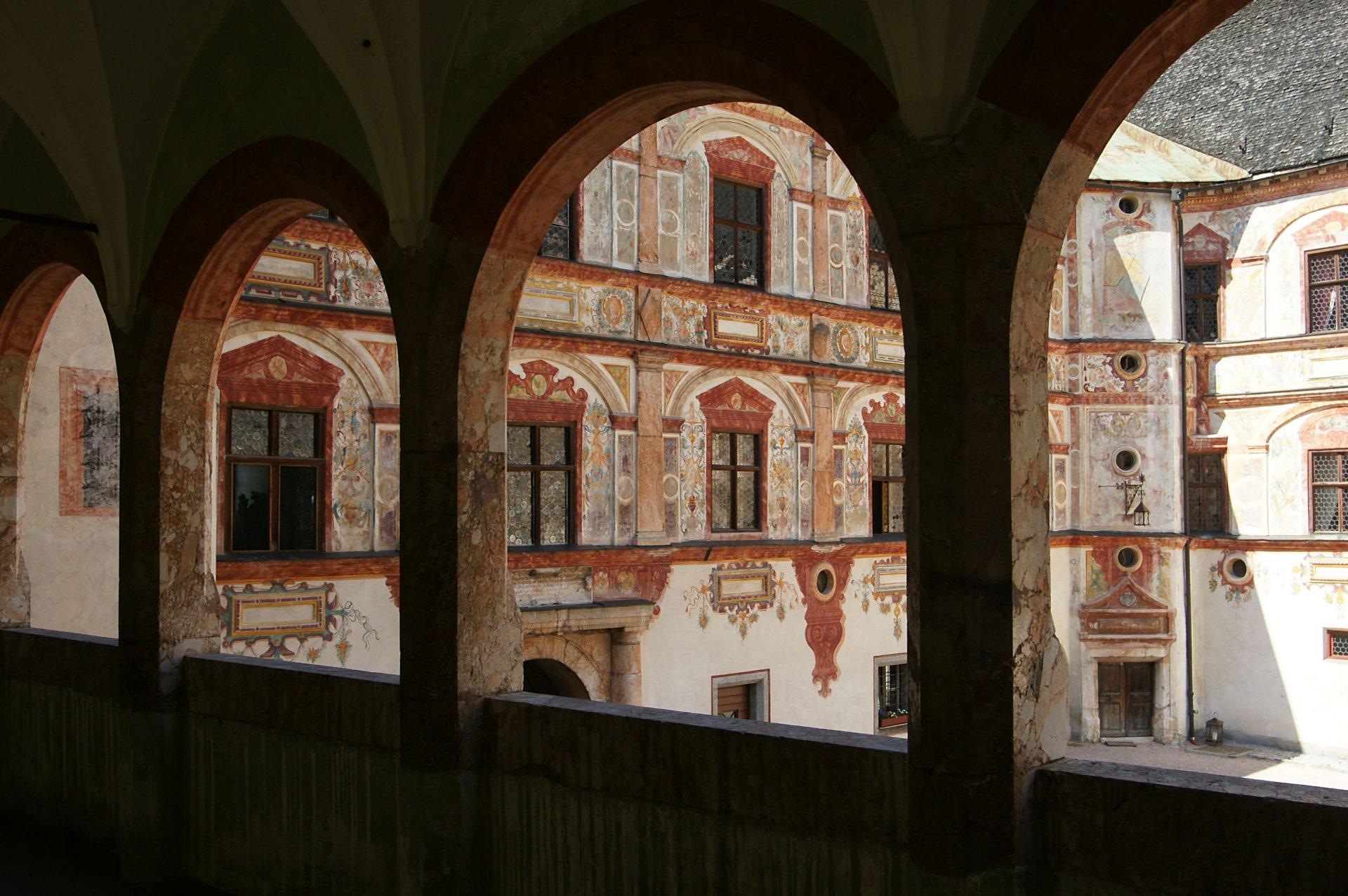 Schloss_Tratzberg_Innenhof_2.JPG