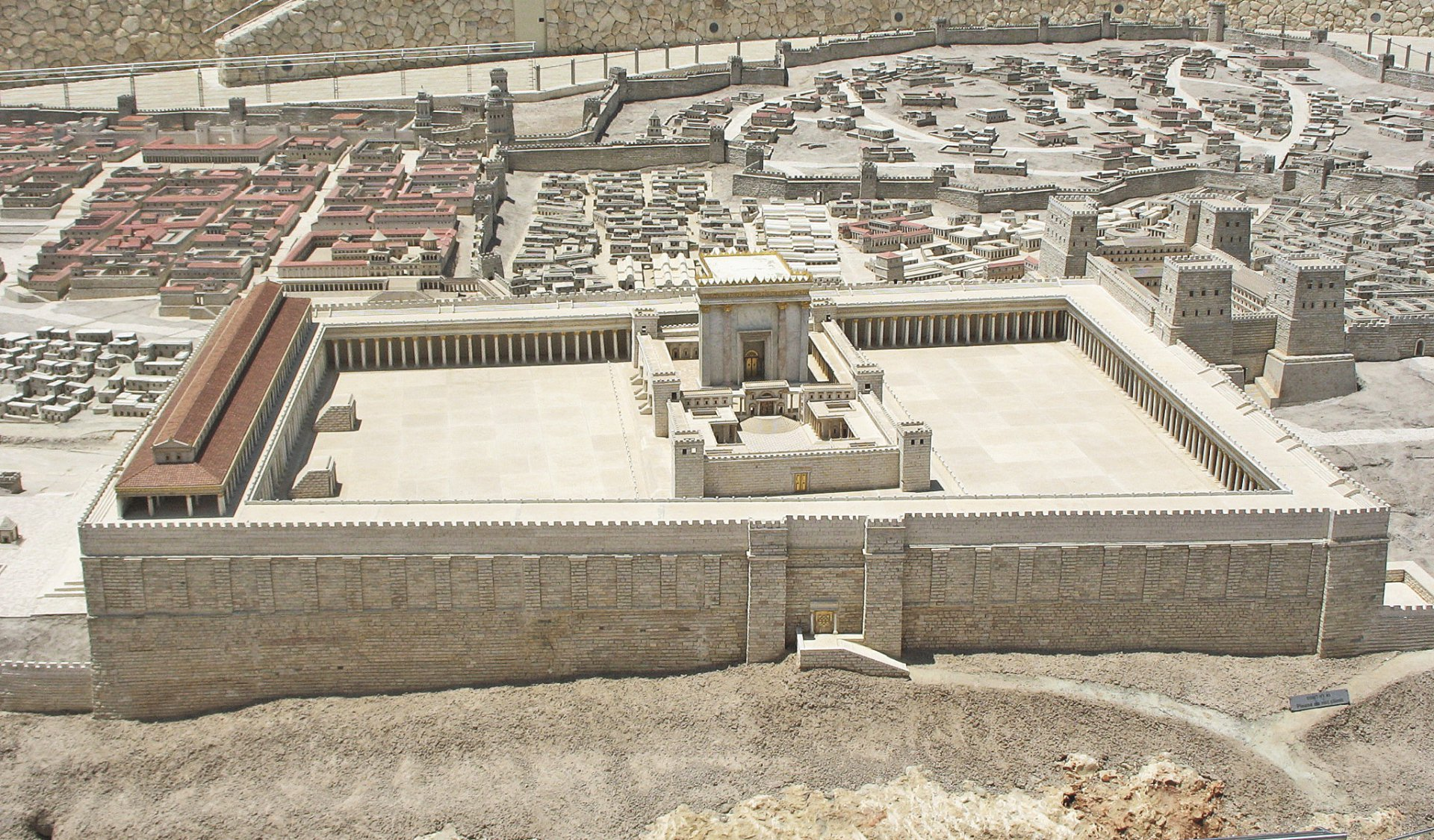 Second_Temple_view1.jpg