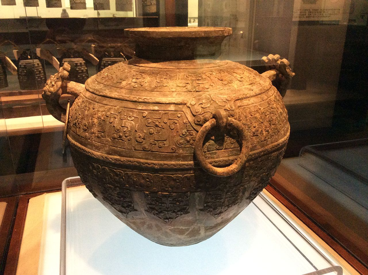 Shanxi_Museum_-_lei_with_kui-phoenix_motifs.JPG