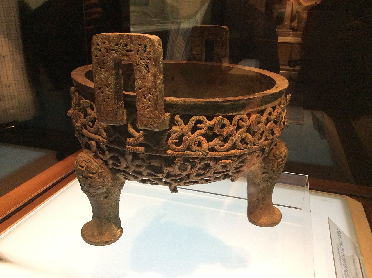 Shanxi_Museum_-_opened-work_ding_with_coiled_serpent_motifs.JPG