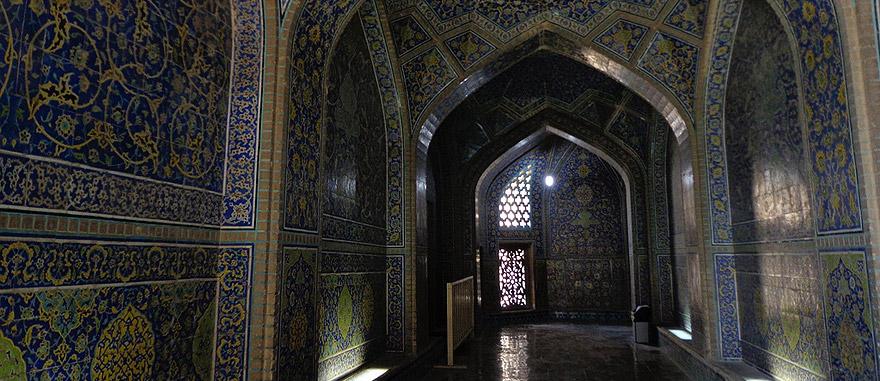 Sheikh-Lotfollah-Mosque-Isfahan-Iran.jpg