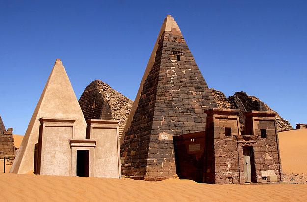 Shendy_Meroe_Pyramids_6.jpg
