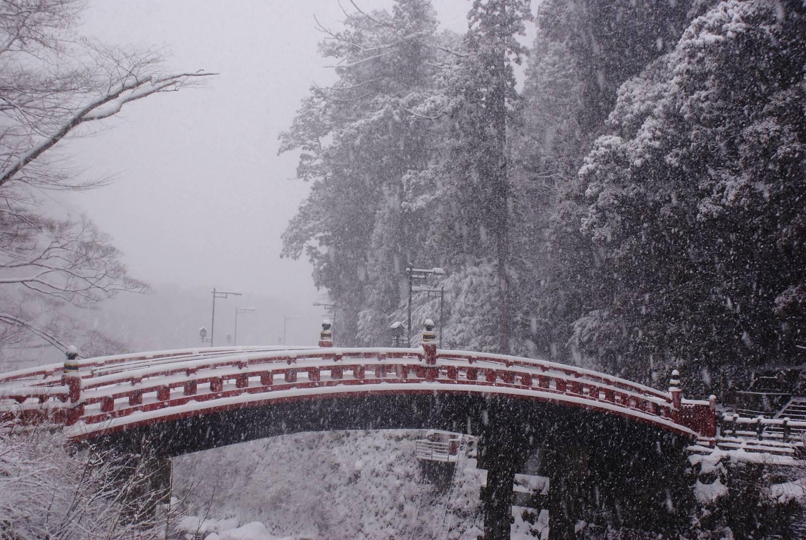 shinkyo_bridge_snow.jpg