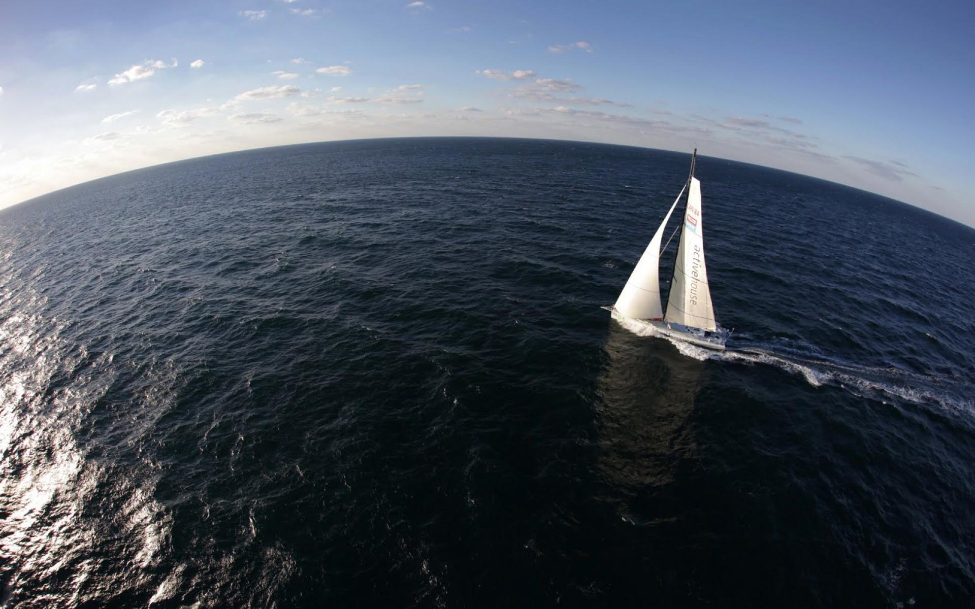 Ships_Yacht_in_the_vast_ocean_104010_.jpg