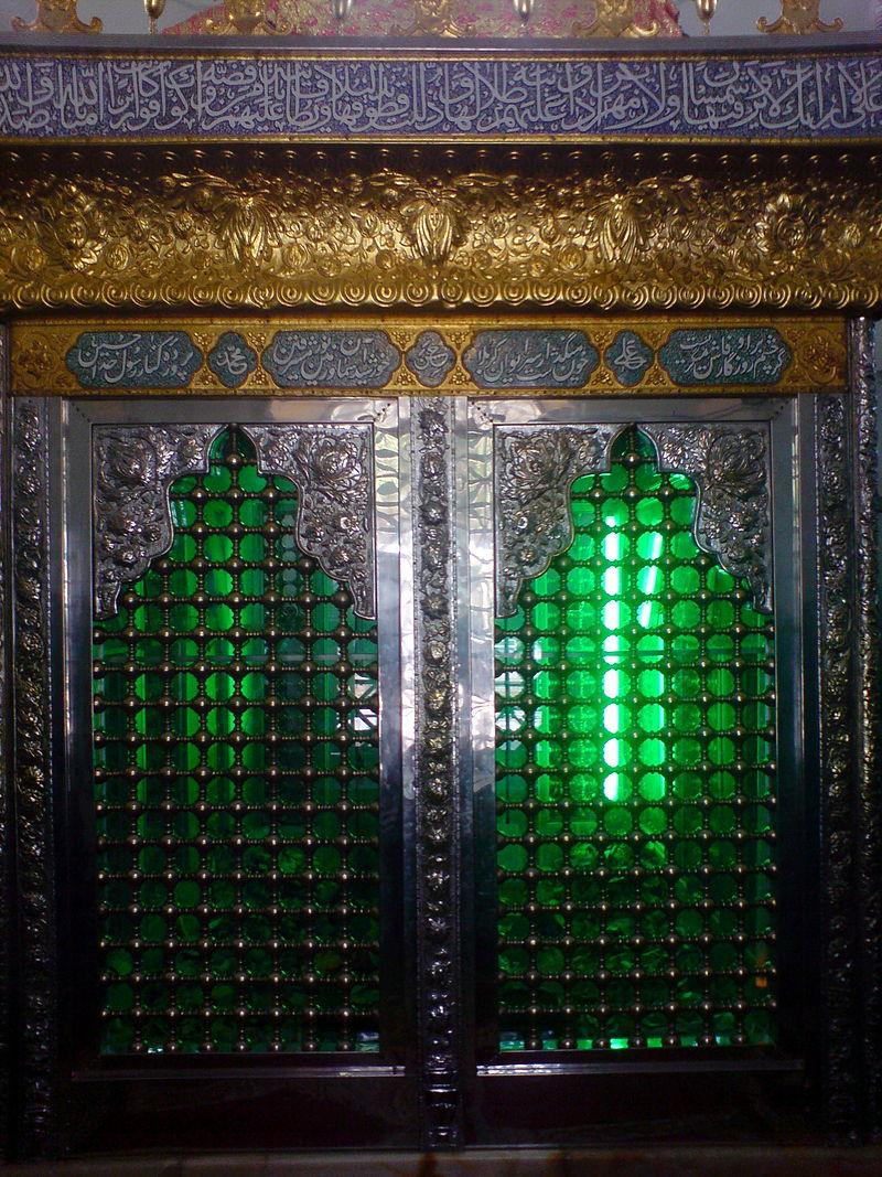 Shrine_of_Ibrahim_bin_Musa_al-Kadhem_-_Zarih_-_Nishapur_1.JPG