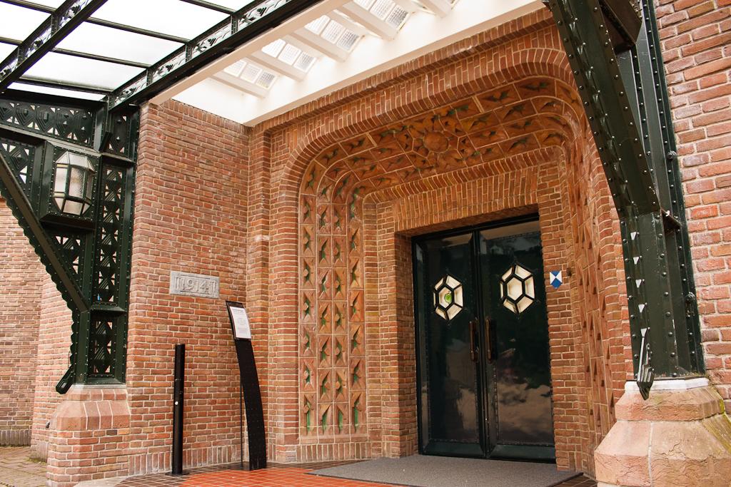 Sint_Hubertus_Hoge_Veluwe_0022_-_Ingang_-_Entrance.jpg