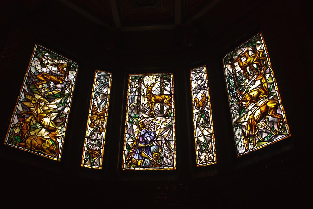 Sint_Hubertus_Hoge_Veluwe_0041_-_Stained_glass.jpg