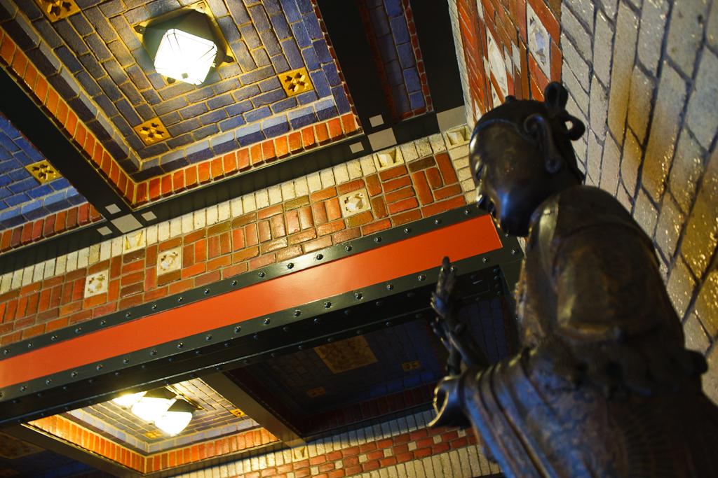 Sint_Hubertus_Hoge_Veluwe_0064_-_Dining_room_ceiling_(detail).jpg