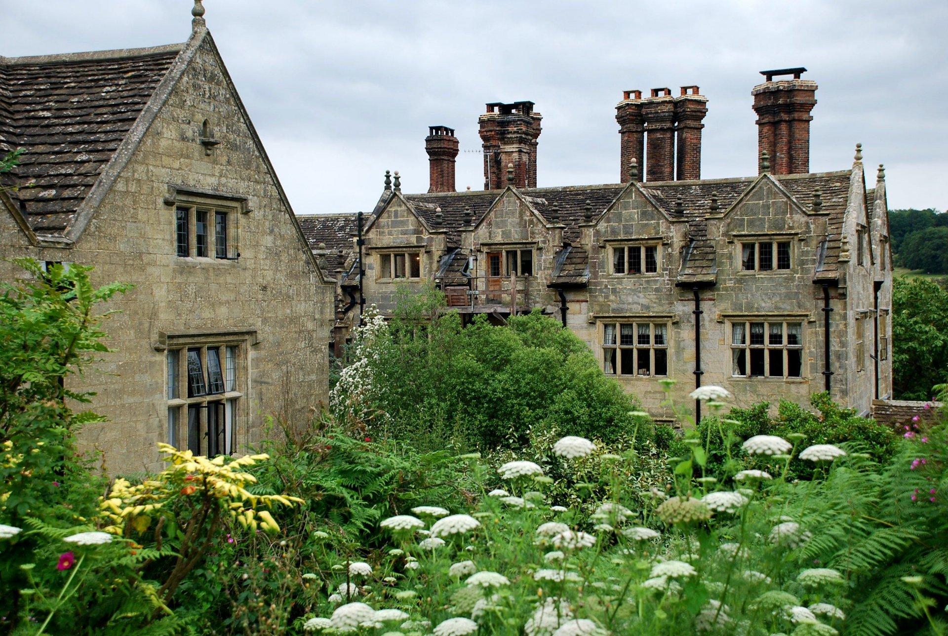 sissinghurst-castle-farmhouse-new-gravetye-manor-cenolophium-.jpg
