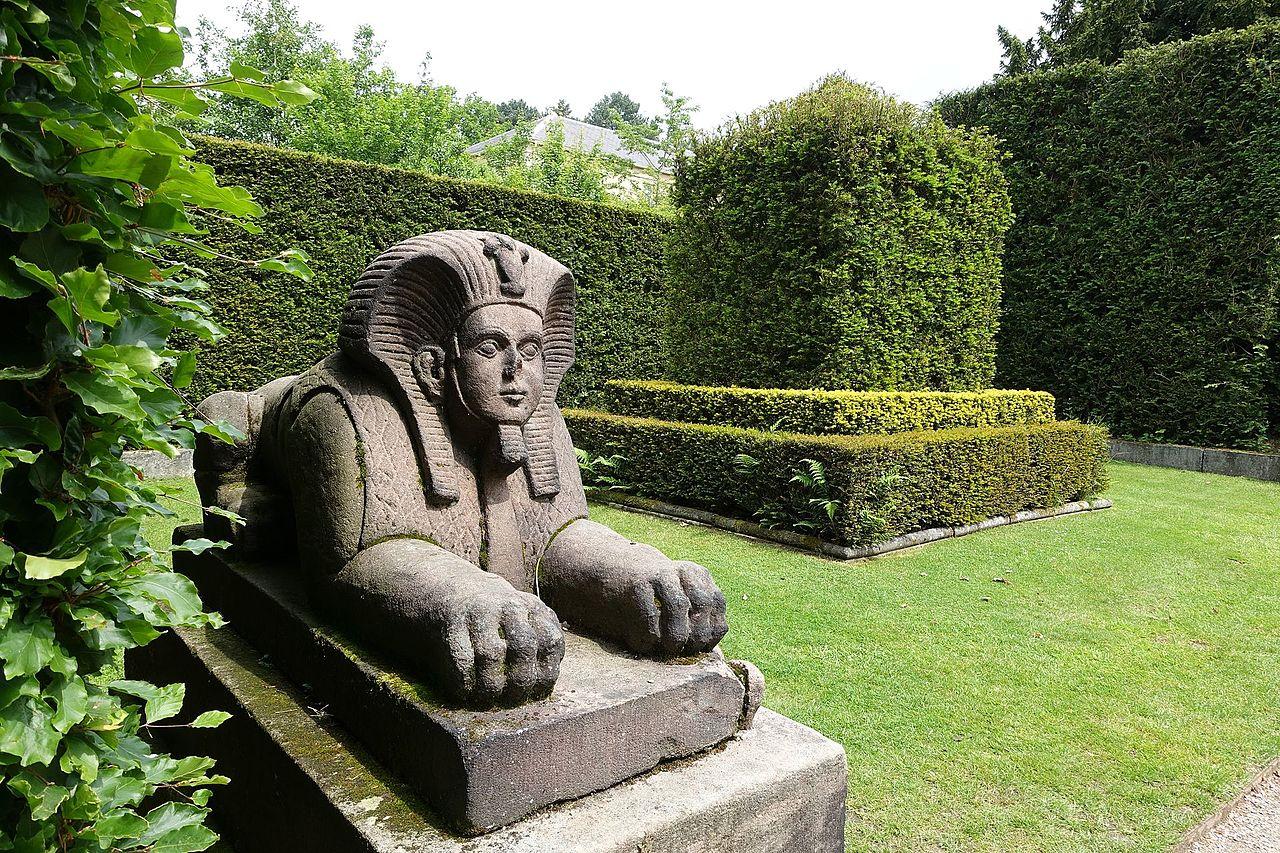 Sphinx_-_Biddulph_Grange_Garden_-_Staffordshire,_England_-_DSC09471.jpg
