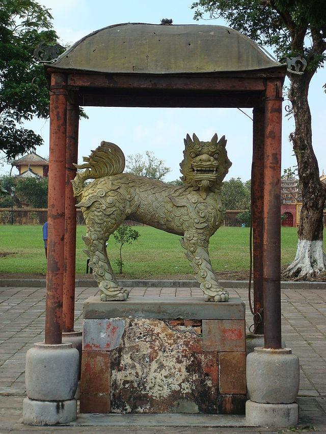 Statue_at_Hue.JPG