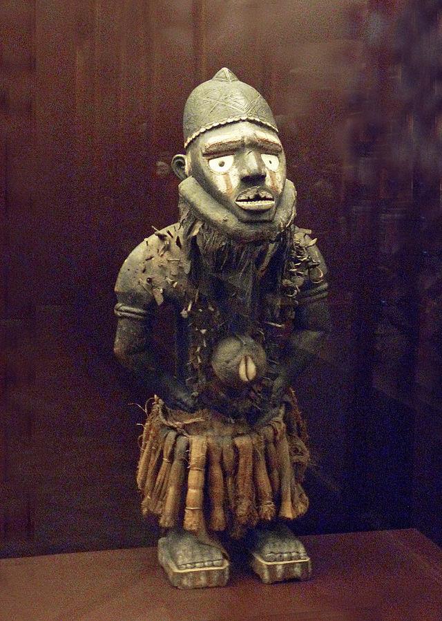 Statue_nkisi_nkondi_Yombe-Musée_royal_de_l\'Afrique_centrale.jpg