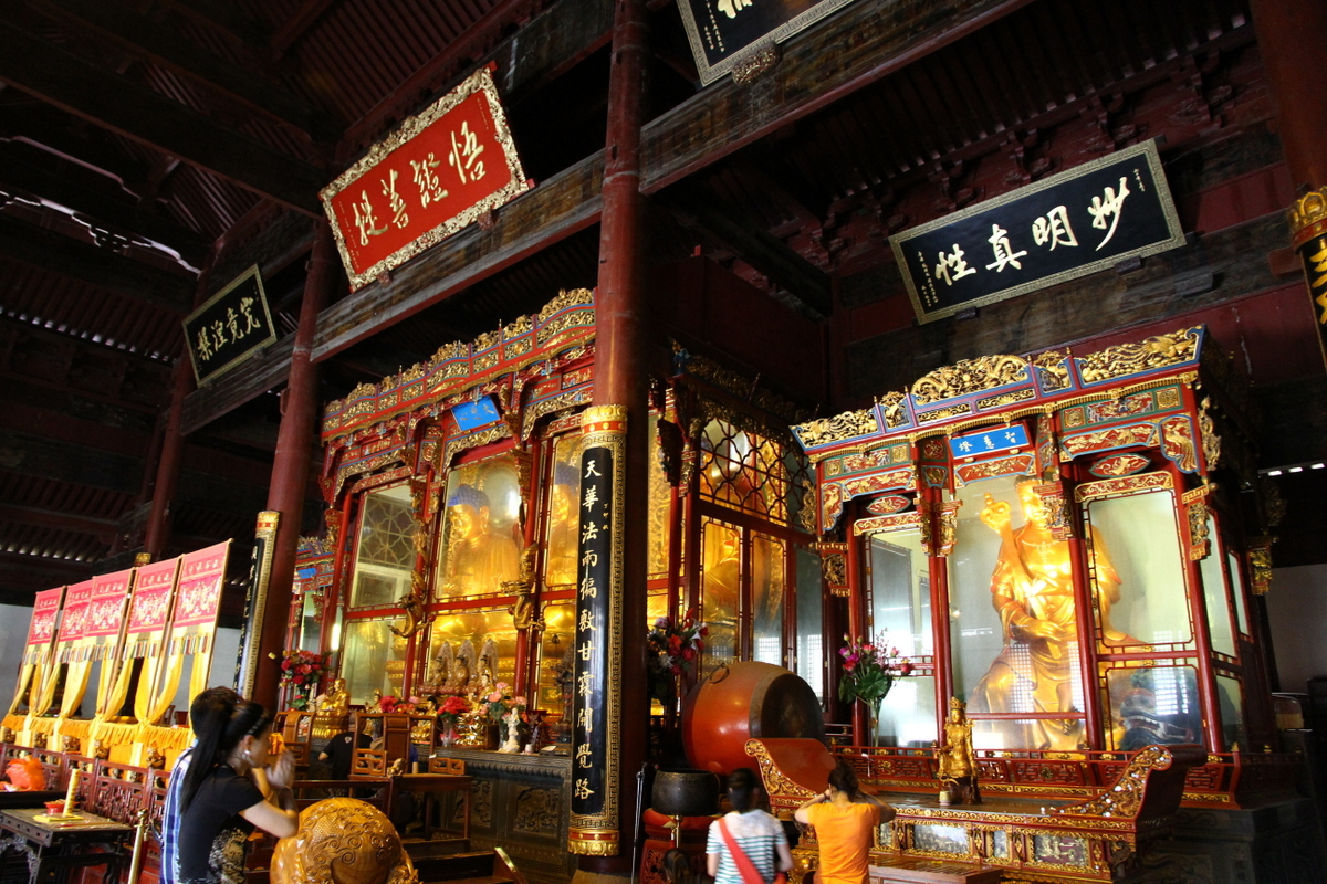Statues_of_Budda_in_Fayu_Temple_on_Putuo_Shan_island_in_China.JPG