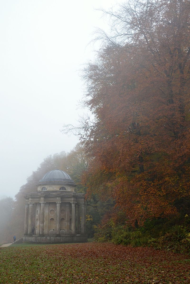 Stourhead_Temple_of_Apollo_A.jpg