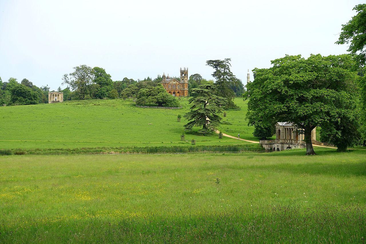 Stowe_Gardens_-_Buckinghamshire,_England_-_DSC06758.jpg