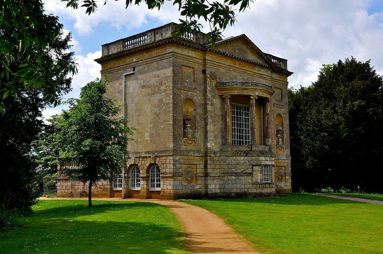 Stowe_Park,_Buckinghamshire_(4663817145).jpg