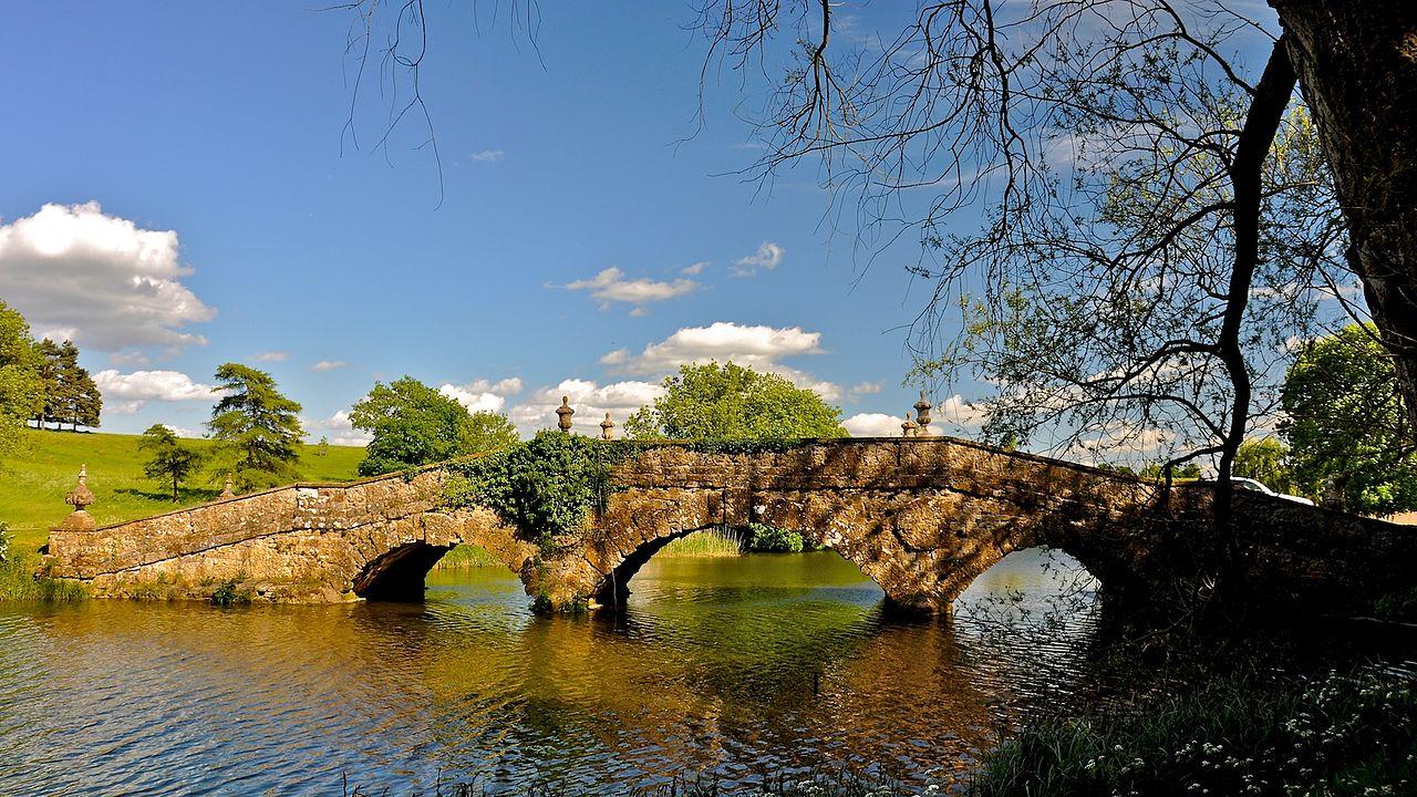 Stowe_Park,_Buckinghamshire_(4664087049).jpg
