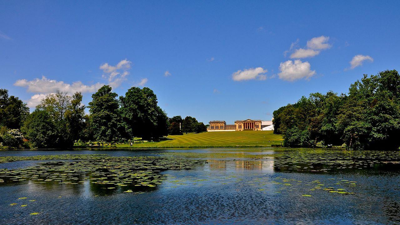 Stowe_Park,_Buckinghamshire_(4664532080).jpg