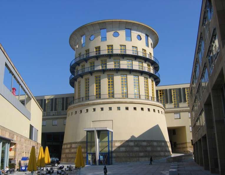 Stuttgart_HochschuleFuerMusikUndDarstellendeKunst.jpg