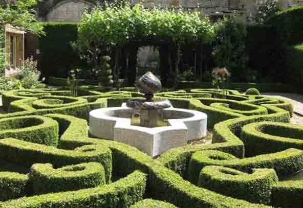 Sudeley-castle-knot-garden-Tudor-Times.jpg