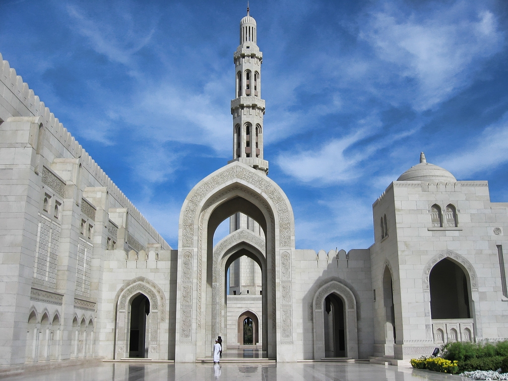 Sultan Qaboos Grand Mosque in Muscat -  Oman (arch).jpg
