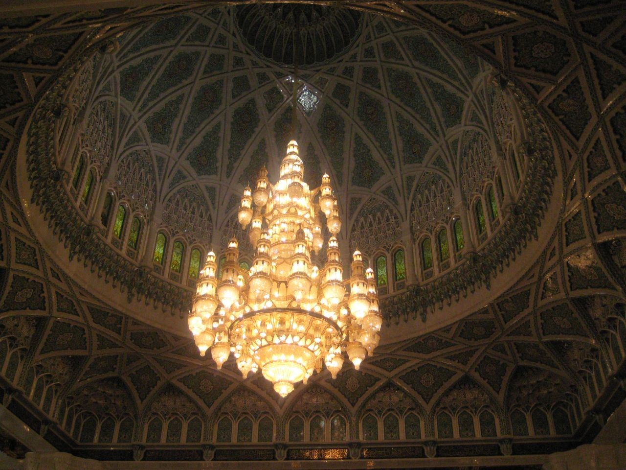 Sultan Qaboos Grand Mosque in Muscat -  Oman (dome).jpg