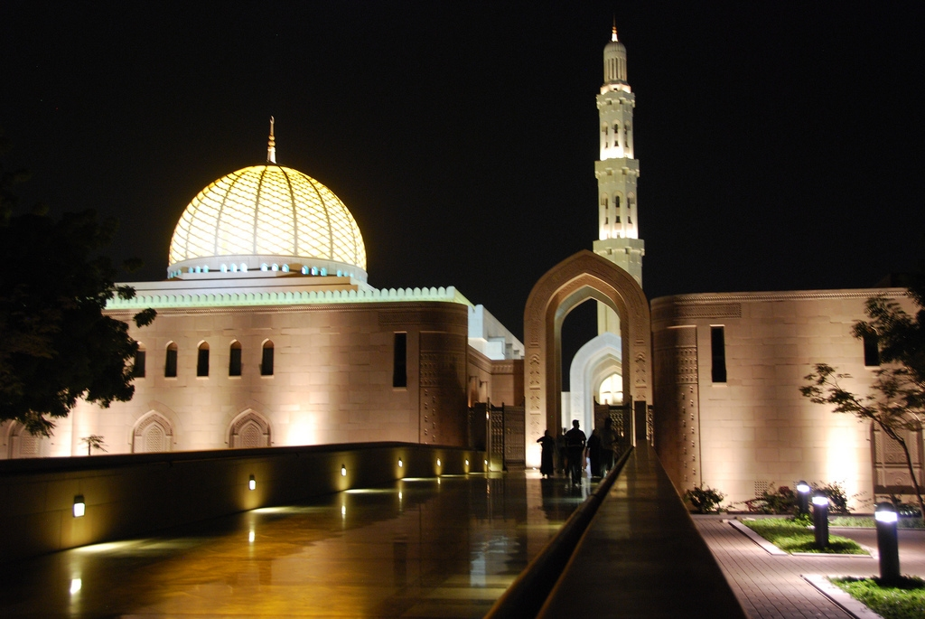 Sultan Qaboos Grand Mosque in Muscat -  Oman (night).jpg