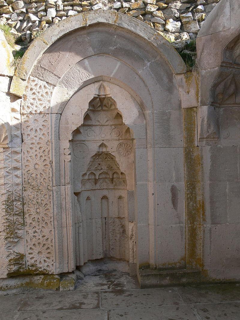 Sultanhani_-_Gebetshaus_5_-_Mihrab.jpg