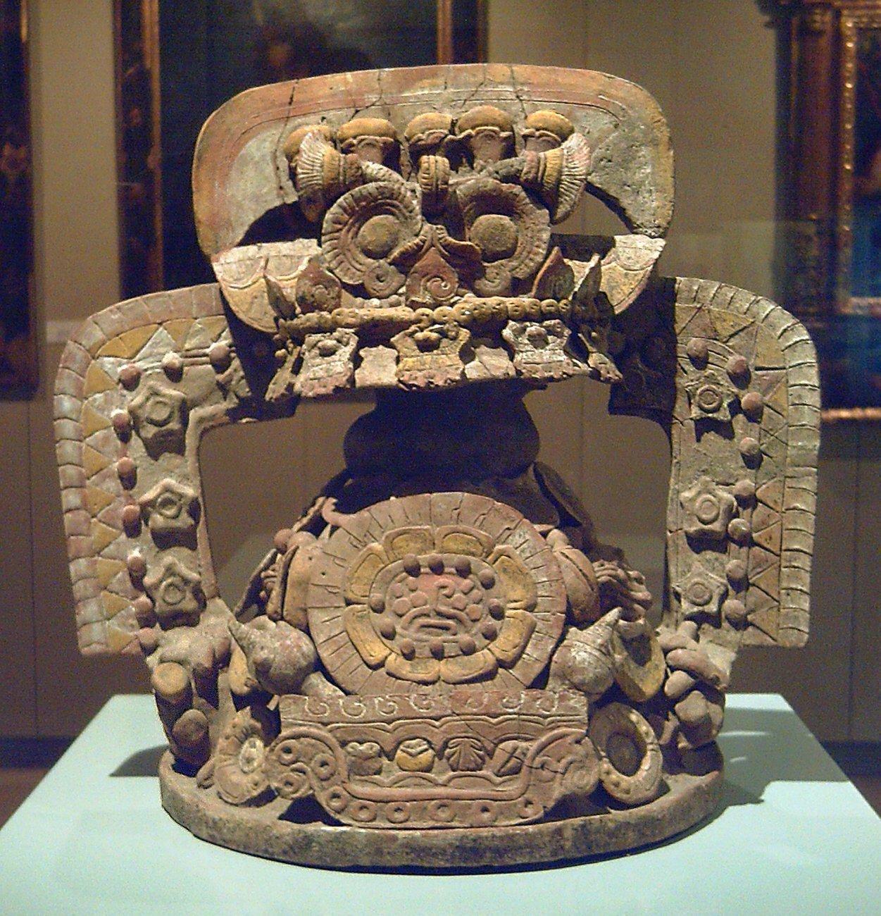 Tapadera_de_incensario_teotihuacana_(M._América_Inv.91-11-45)_01.jpg