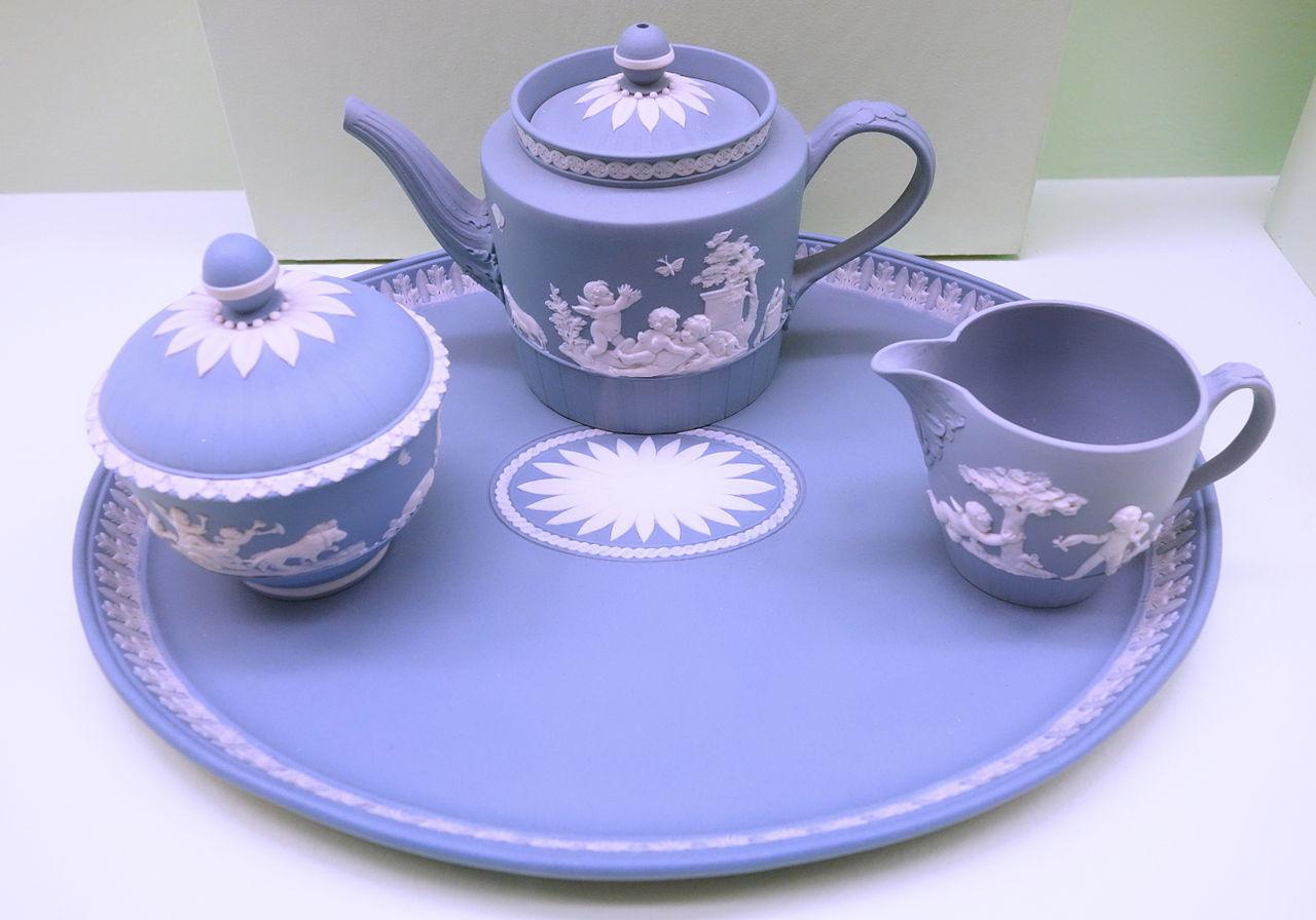 Tea_Set_on_Tray_-_Wedgwood,_c._1785_-_Brooklyn_Museum_-_DSC09042.JPG