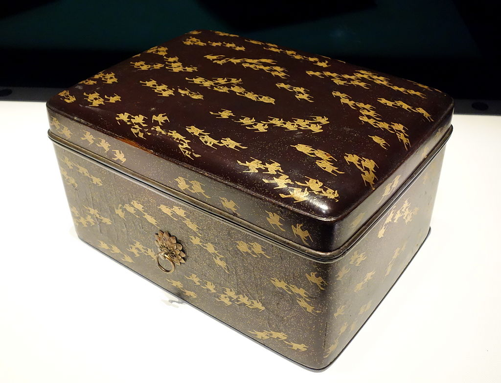 Tebako_(cosmetic_box),_Kamakura_period,_13th_centur.JPG