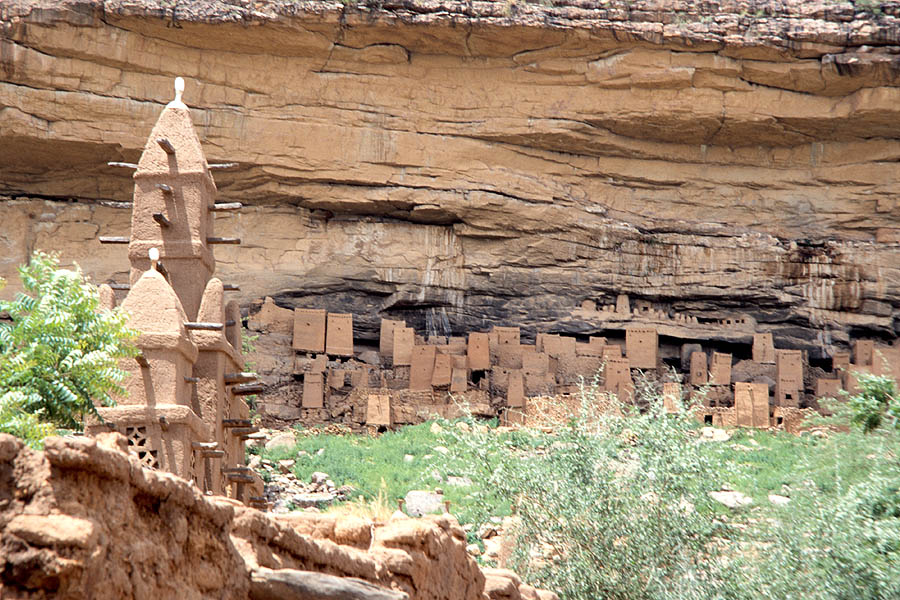 Tellem_Dwelling_Bandiagara_Escarpment_Mali.jpg