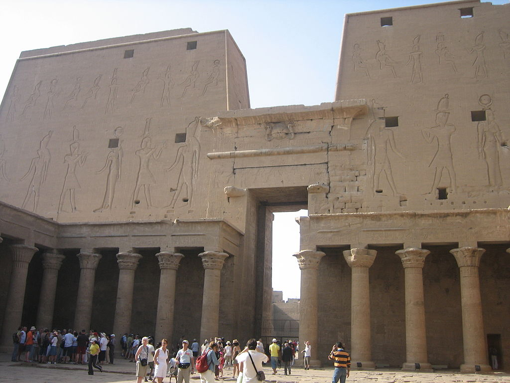 Temple_of_Edfu_(2428883544).jpg