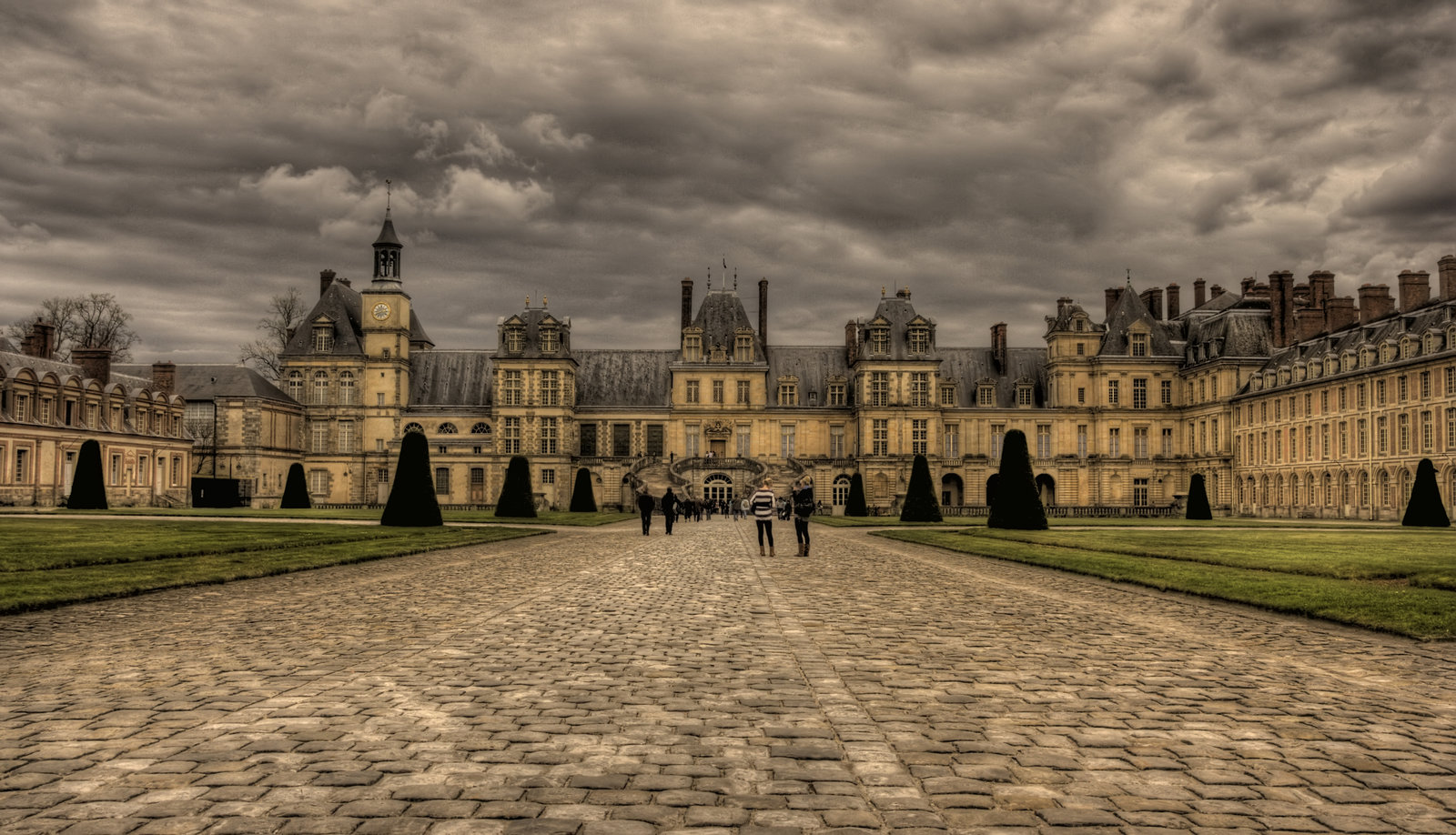 The_Palace_of_Fontainebleau_5_by_klubi.jpg