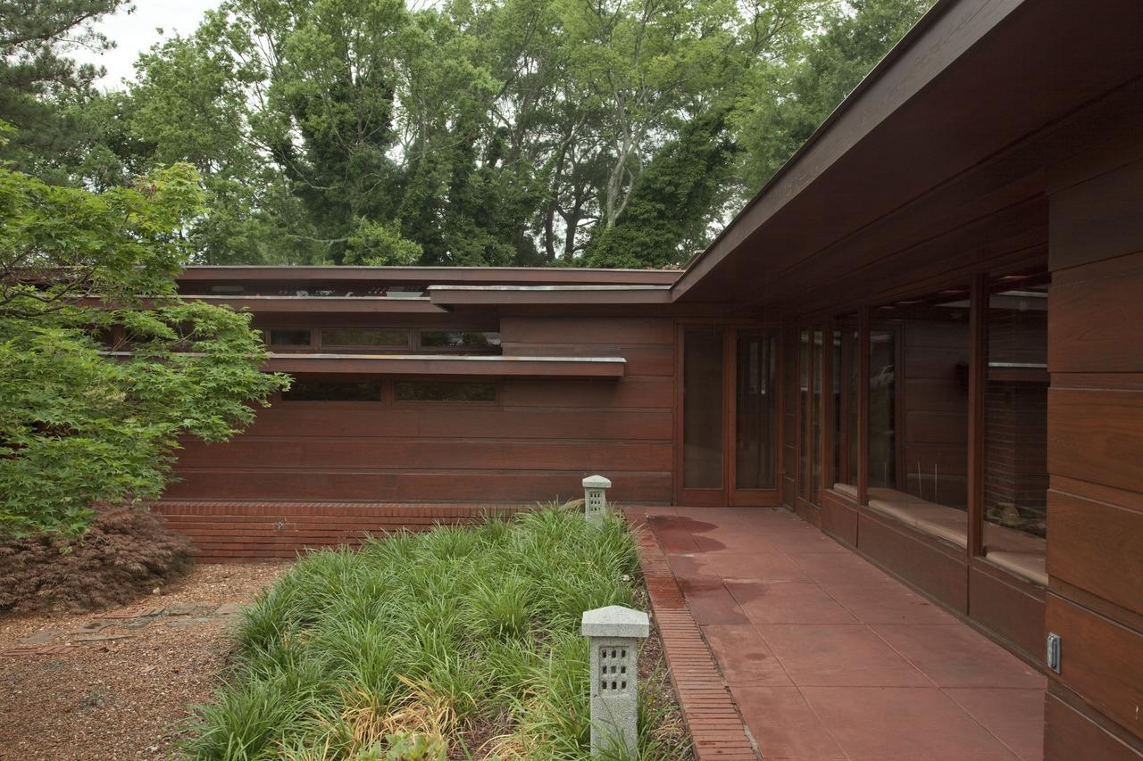 The_Rosenbaum_House,_Florence,_Alabama_LCCN2010640740.tif.jpg