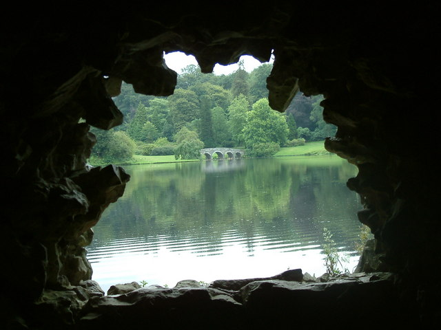The_Turf_Bridge,_Stourhead_-_geograph.org.uk_-_206992.jpg