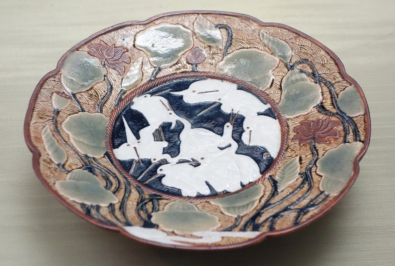 Three-legged_Dish_with_lotus_and_heron_design,_Imari_ware,_Edo_period,_17th_.JPG