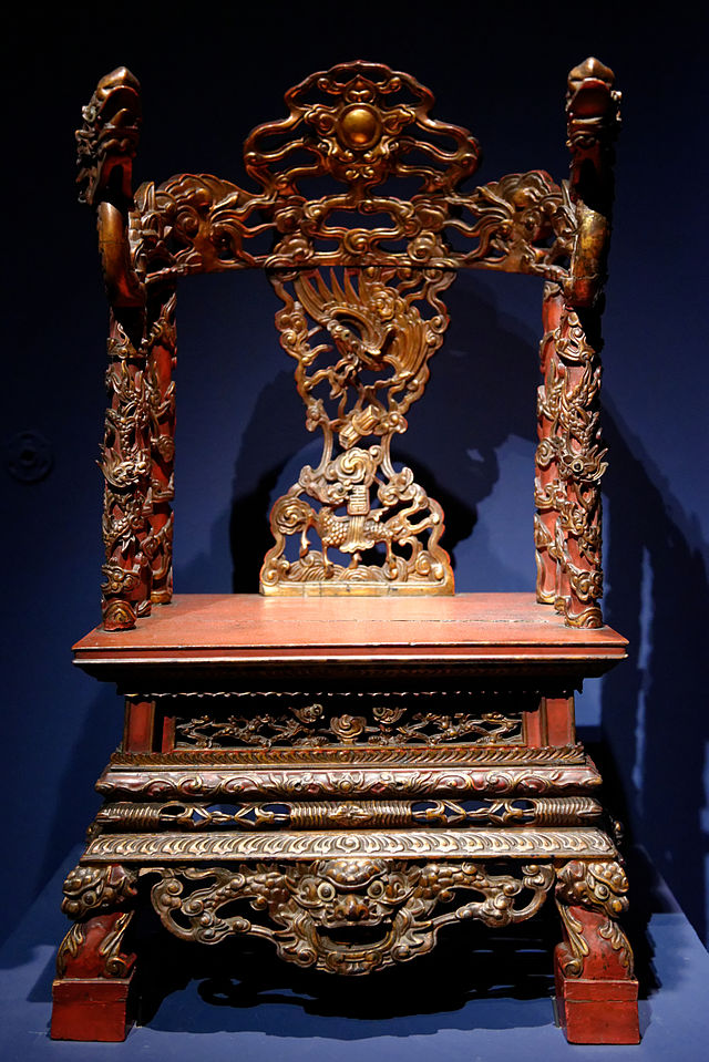 Throne_of_a_genie_from_Vietnam_private_collection_EDAV.jpg