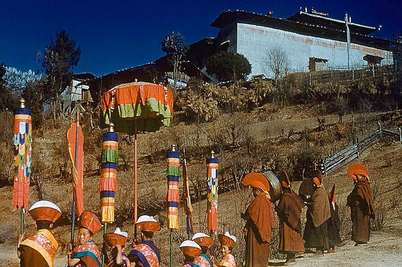 tibet-life-in-forbidden-lhasa-1940s-and-50s-09.jpg