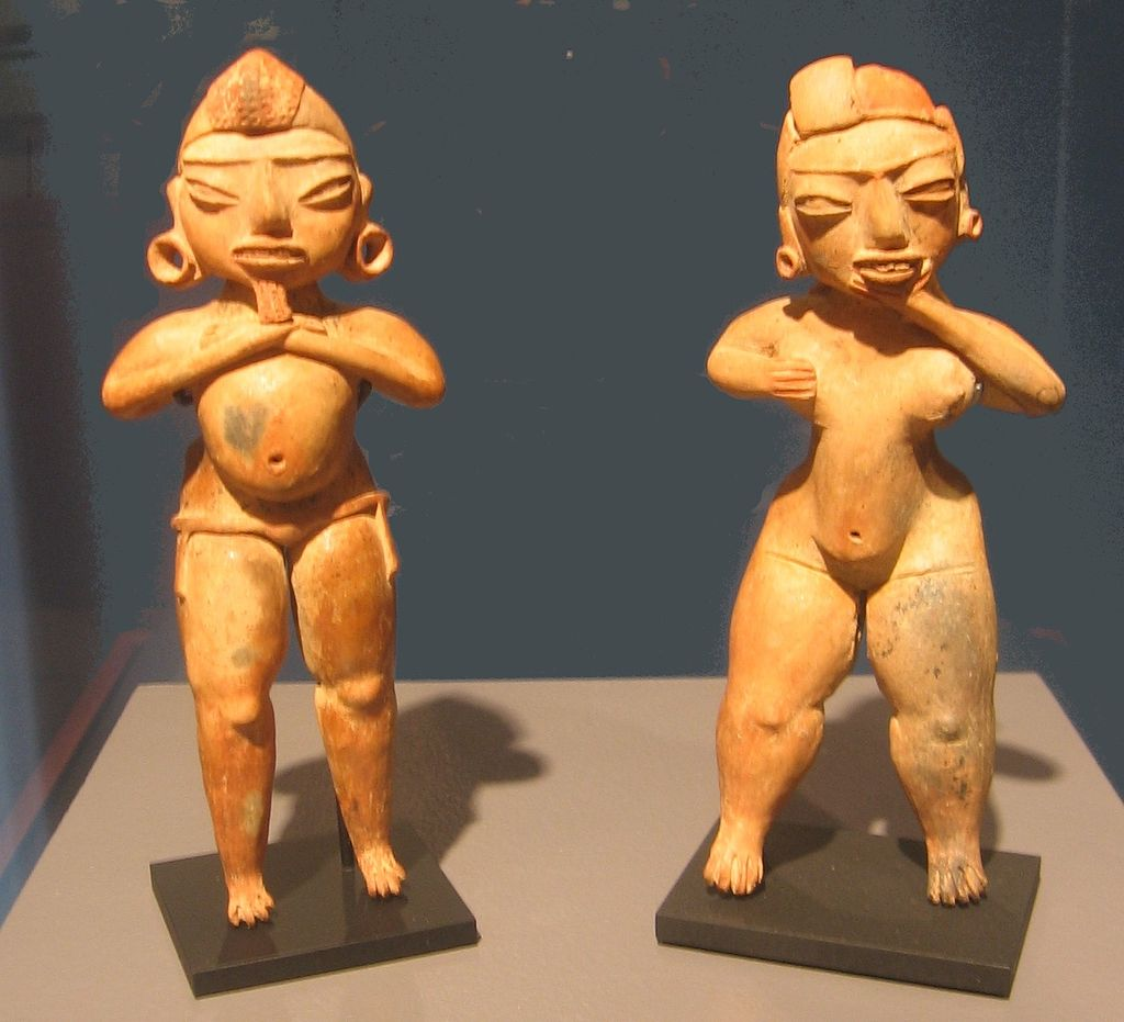 Tlatilco_Culture_Old_God_and_Female_figurines.jpg