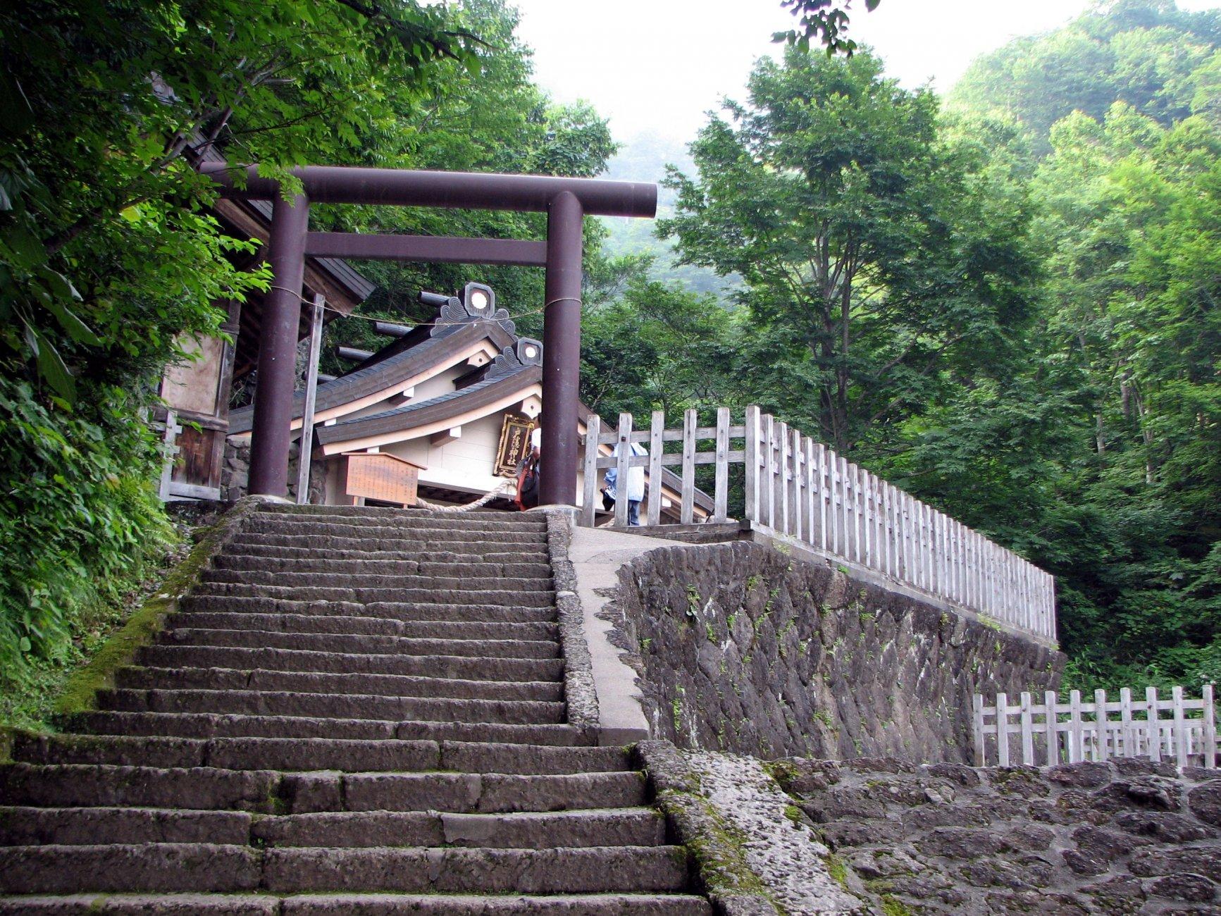 Togakushi_shrine_upstair_view.jpg