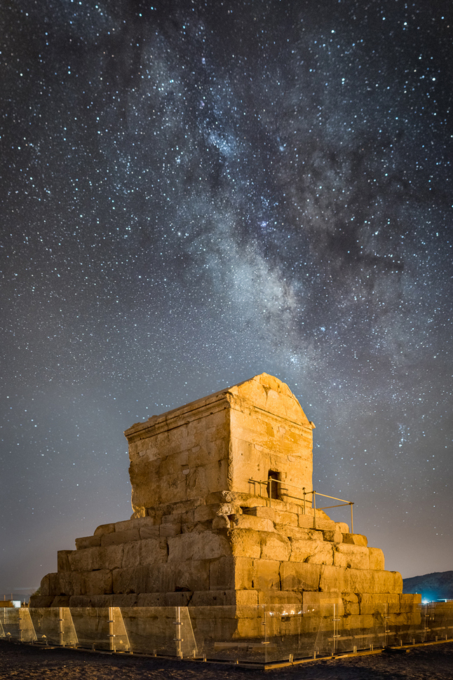 Tomb_of_Cyrus_the_Great.jpg